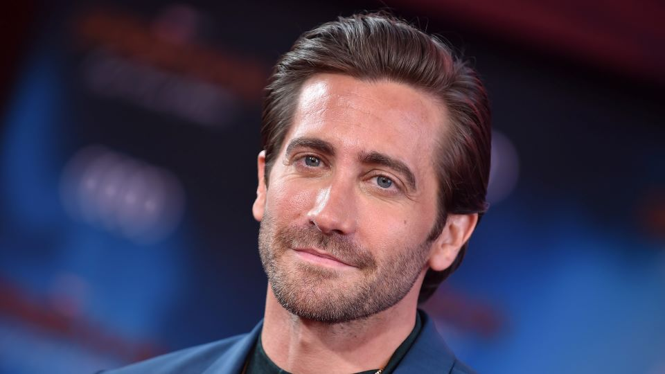 Taylor Swift Fans Troll Jake Gyllenhaal With All Too Well Lyrics Stylecaster