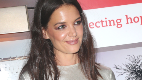 Katie Holmes Just Made This $15 'Vote' Tee The New Cashmere Bra | StyleCaster