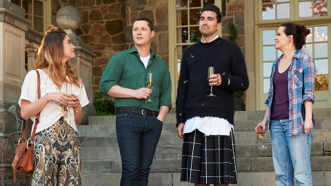 Here's How to Stream 'Schitt's Creek' For Free if You Don't Have Netflix   StyleCaster