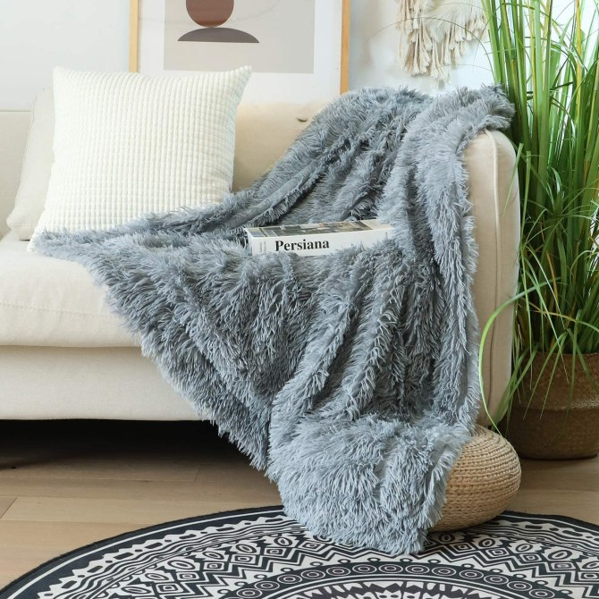 Decorative Extra Soft Faux Fur Throw Blanket