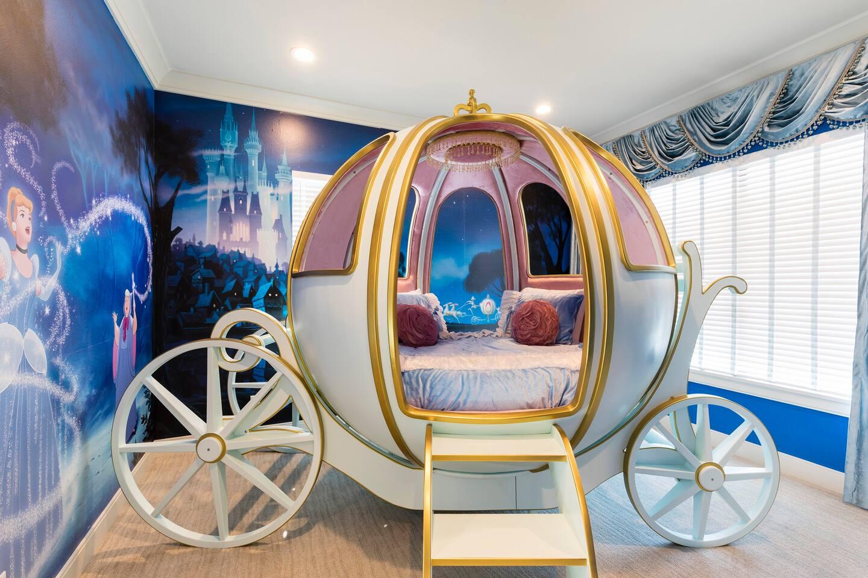 STYLECASTER    Airbnb a tema USA