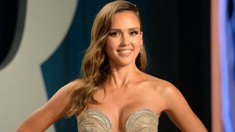 Jessica Alba Was Told Not to Look the '90210' Cast in the Eyes & We're Perplexed | StyleCaster