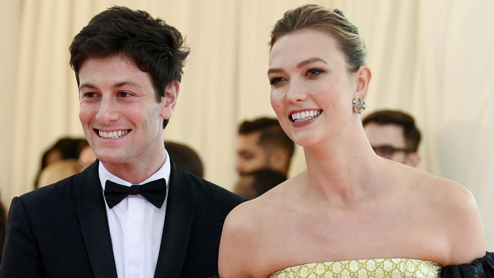 Karlie Kloss Is Pregnant & Expecting Her 1st Child With Joshua Kushner