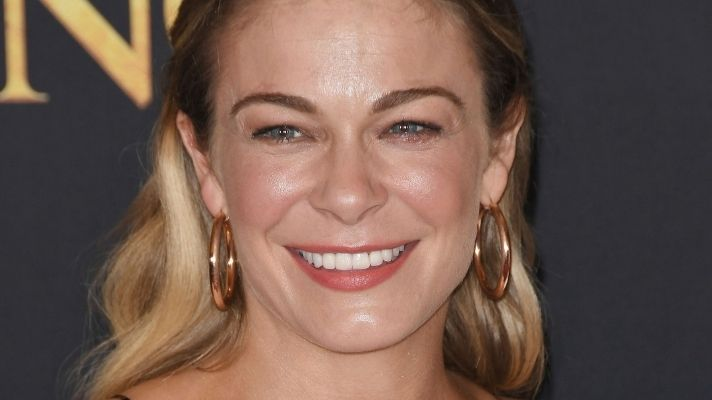 LeAnn Rimes Reveals Her Psoriasis in Stunning Photo Shoot