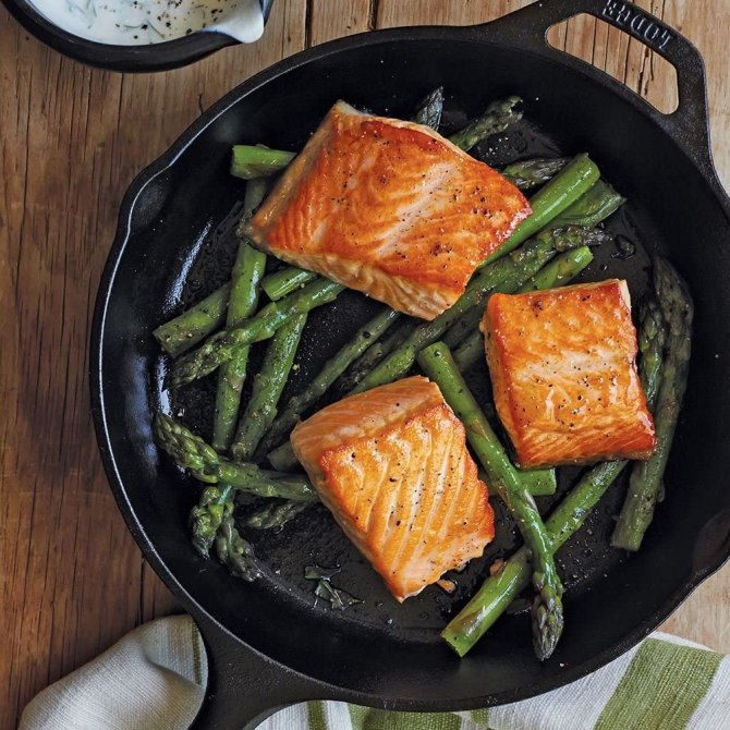 Lodge Pre-Seasoned Cast Iron Skillet