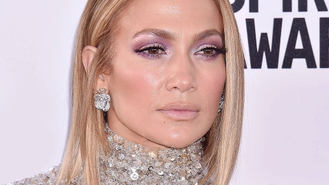 Are We Not Going To Talk About How Hot J.Lo Looked At The AMAs? | StyleCaster