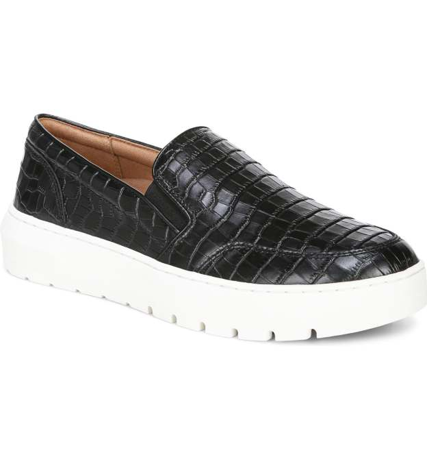 STYLECASTER    Best flat feet shoes