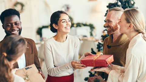 The Best Gifts To Give This Holiday Season, Based On A Person's Love Language | StyleCaster