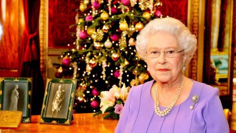 Queen Elizabeth's Christmas Decorations Are Up at Windsor Castle & The Photos Are Glorious | StyleCaster