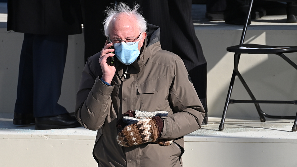 Bernie Sanders Reacts To The Viral Inauguration Memes I Was Just Sitting There Trying To Get Warm Ew Com