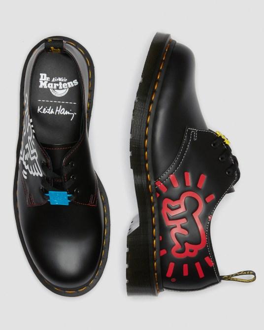 STYLECASTER    Coleção Dr. Martens Keith Haring