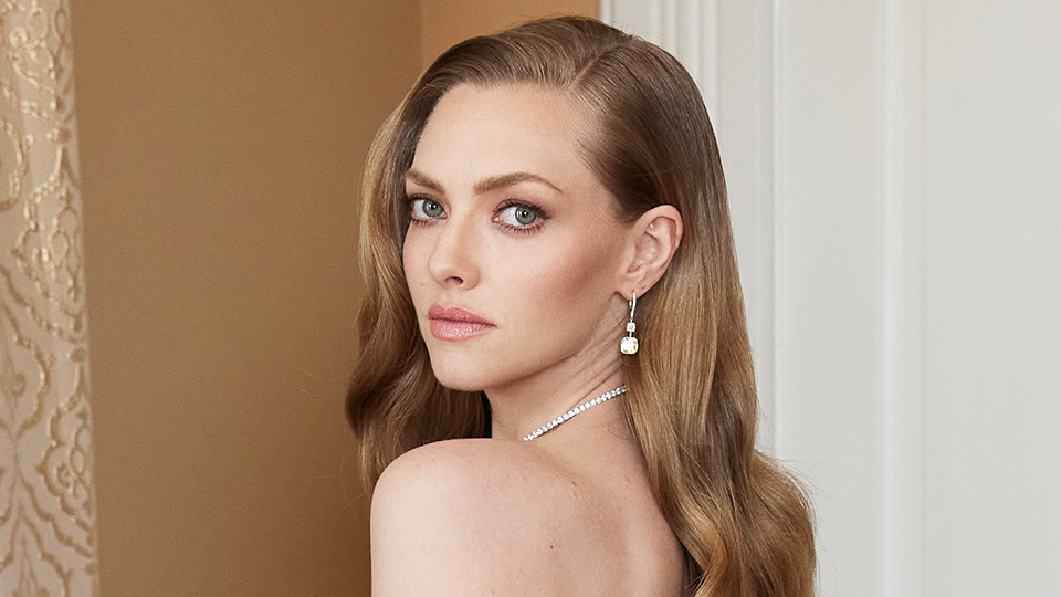 Amanda Seyfried's Golden Globes Gown Takes Florals To A Whole New Level