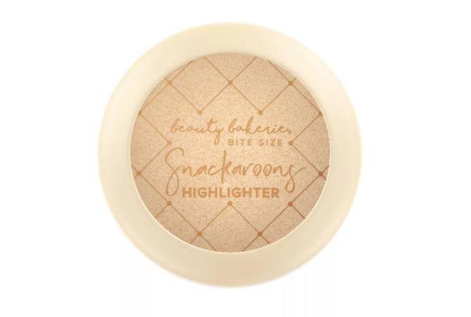 Evidenziatore snackaroons beauty bakerie in formato morso Beauty Bakerie ha appena lanciato una nuova linea conveniente e adorabile su Target