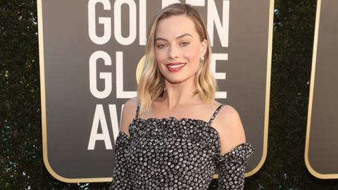 I Totally Thought Margot Robbie Was Wearing Arm Socks To The Golden Globes | StyleCaster
