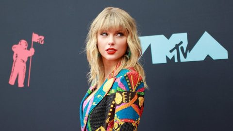 Taylor Swift's 'Fearless' Announcement Includes a Secret Message About Its Release Date | StyleCaster