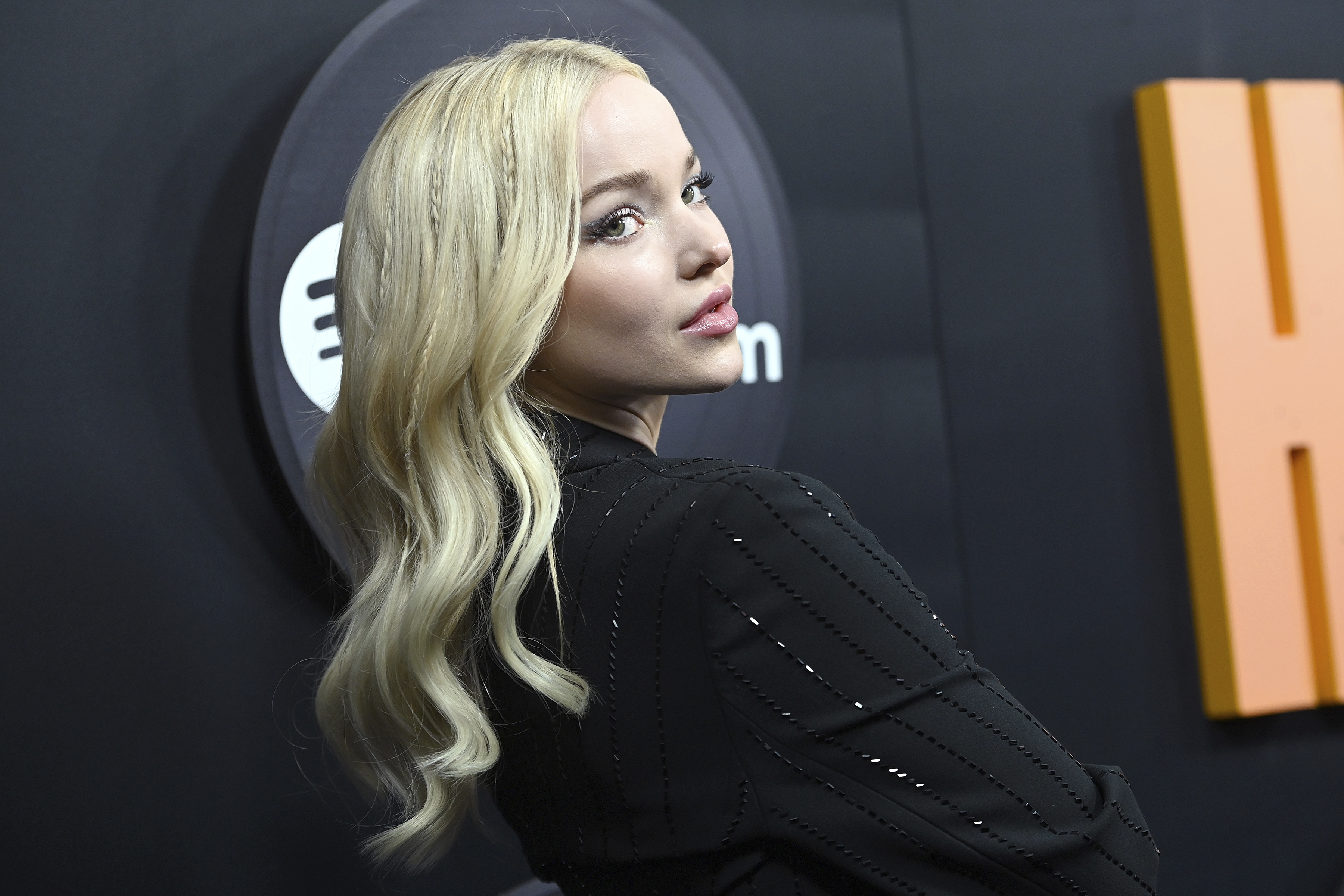 Whoa—Dove Cameron Just Said Goodbye To Her Iconic Blonde Hair