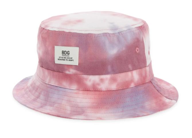 STYLECASTER | Hailey Bieber Bucket Hat