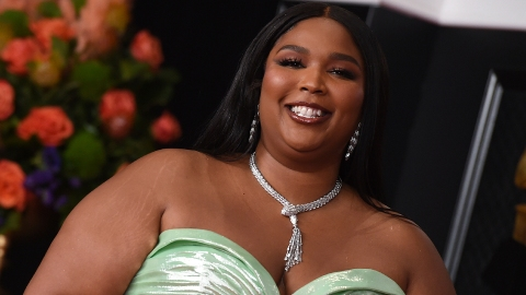 Lizzo's Mint Green GRAMMYs Dress Gives Me '80s Prom Night Realness | StyleCaster