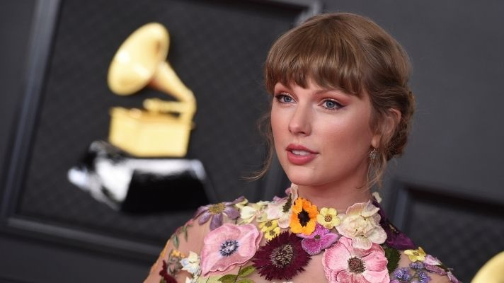 If You Think Taylor Swift's Grammys Hair Looks Pretty From The Front, Just Wait Until You See The Back
