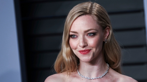 Amanda Seyfried's Net Worth Means She's a Hollywood Icon Just Like Her 'Mank' Character | StyleCaster