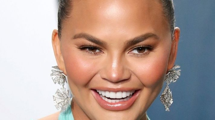 Chrissy Teigen Just Dyed Her Hair Pink For Real This Time & It Looks So Good