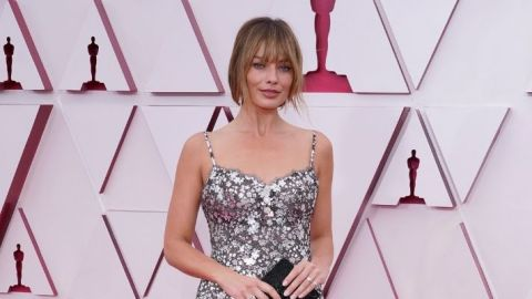 Margot Robbie Brought New Bangs *And* Length To The Oscars | StyleCaster