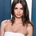 Emrata Just Wore The Perfect White Skirt From Zara...