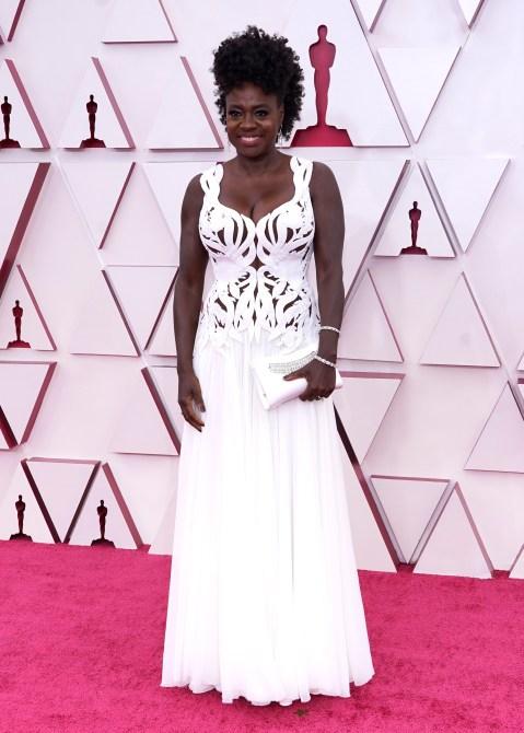 STYLECASTER |  Tendenza del vestito da ritaglio degli Oscar