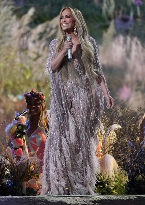 STILEKSTAR |  Jennifer Lopez Vax Life Concert Look
