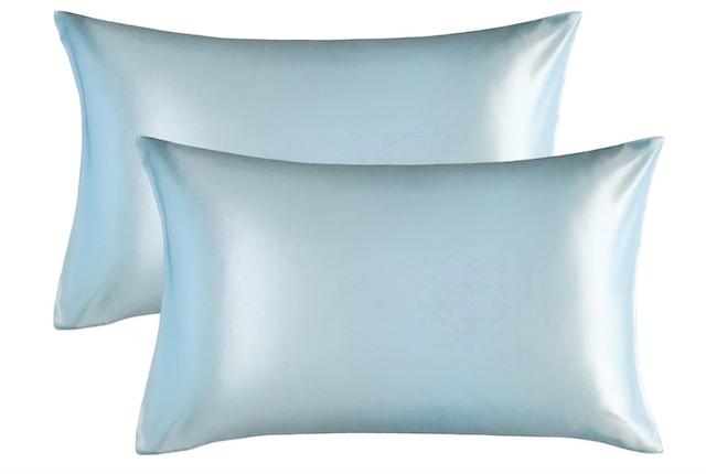 StyleCaster | Bedsure Satin Pillowcase Review