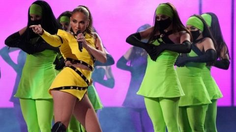 J.Lo's Ponytail Is So Big Because It's Full Of Secrets   StyleCaster