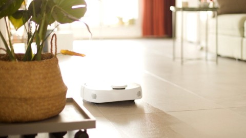 Narwal's Self-Cleaning Mop & Vacuum Robot Is a Life-Changer For People Who Hate To Clean | StyleCaster