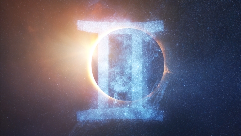 The New Moon In Gemini On June 10 Calls For Some Major Life Changes | StyleCaster