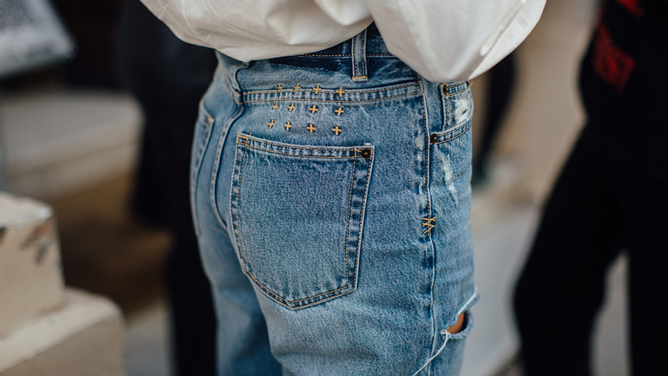 Sorry, These 2022 Denim Trends Say Skinnies Won't Be Making A Comeback