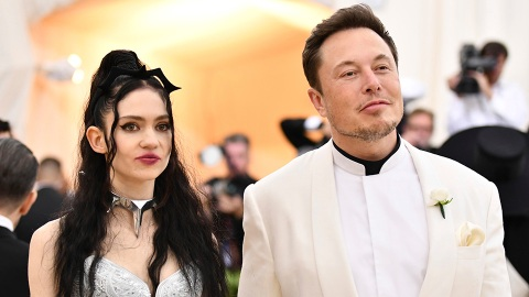 Elon Musk & Grimes Just Broke Up a Year After the Birth of Their 1st Child Together   StyleCaster