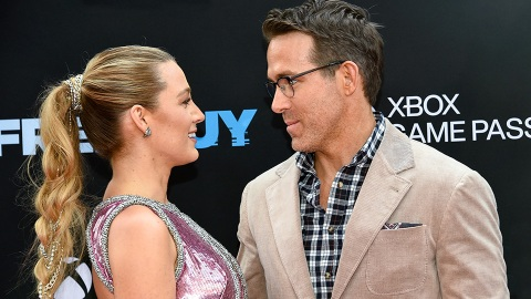 Blake Lively's Sparkly Pink Dress Brings Me A Ridiculous Amount Of Joy | StyleCaster