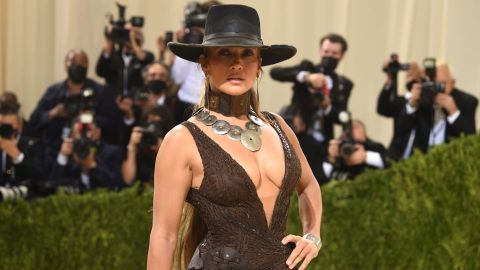 J-Lo & Ben Just Kissed With Their Masks on at the Met Gala | StyleCaster