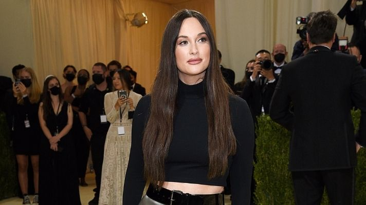 Kacey Musgraves Just Wore Fall's Coziest Glossier Hoodie & I Need to Copy It