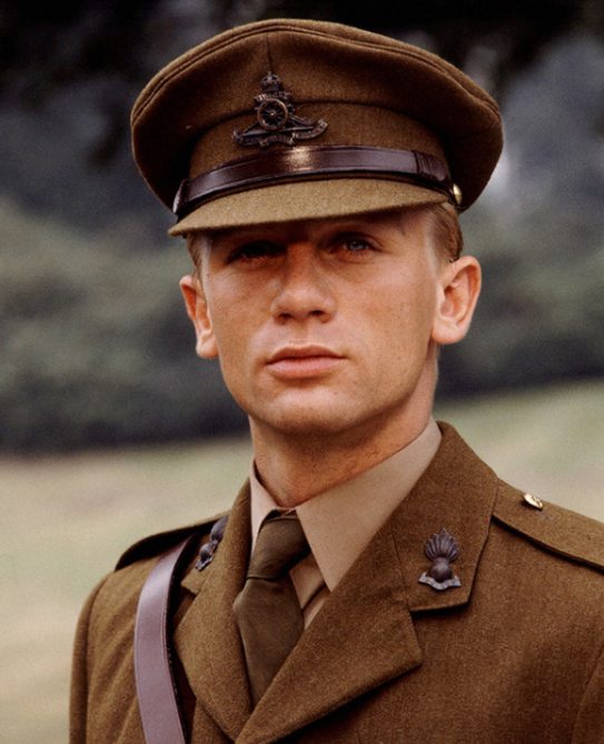 daniel craig 92 Daniel Craig Played James Bond for 15 Years—Heres What He Looked Like Before He Became 007