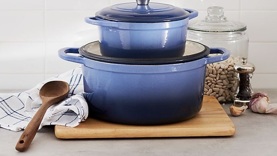 This Dutch Oven Is The Best Le Creuset Dupe & It's On Sale For $50   StyleCaster